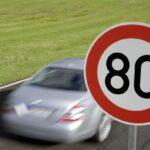 Il limite di velocità deve essere segnalato prima e dopo l'incrocio